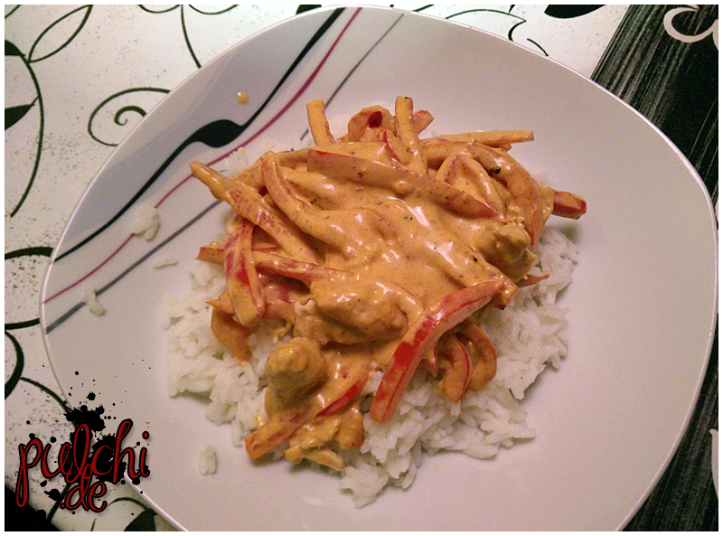 Paprika-Peperoni-Hähnchen mit Reis