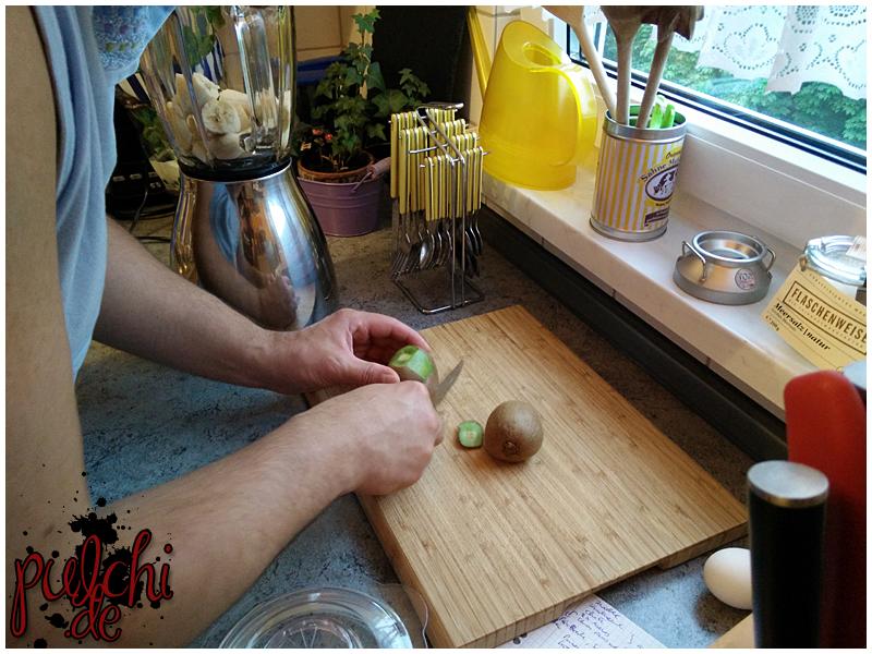Fruchtshake machen - Banane, Kirsche, Kiwi und Milch